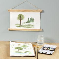 Schilder de natuur met een waaierkwast en aquarelverf