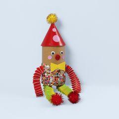 Maak een clown van een kartonnen koker