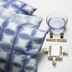 Tie-dye met metalen clips volgens de shibori tie-dye-techniek