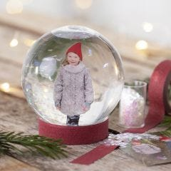 Een sneeuwbol met een foto