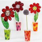 Vaas van karton met bloemen