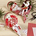Kegels met rozetten en kartonnen cut-outs van het Notenkraker sprookje