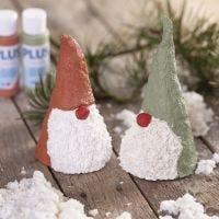 Nosy elves from papier-mâché pulp