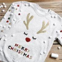 Een grappige kersttrui met jingle bells