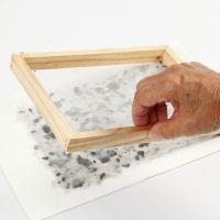 Zo maak je handgeschept papier met etherische olie, lavendel en gekleurd karton