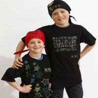 T-Shirts en bandanas met stempels