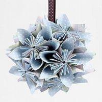 Bloemenbal gevouwen van papier