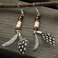 Oorbellen met veren en kralen