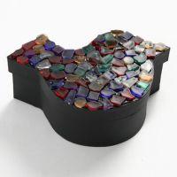 Doos met kunststof mozaiek