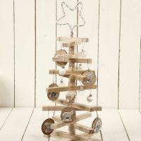 Kerstboom met houten stokjes
