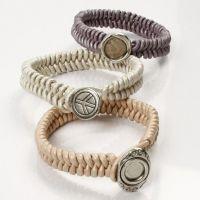 Leren armband met fashion charm knoopsluiting