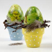 Plastic eieren met servetten decoupage