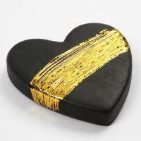 Een terracotta hart met goud