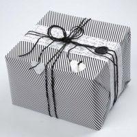 Cadeau verpakt in Vivi Gade Design cadeaupapier