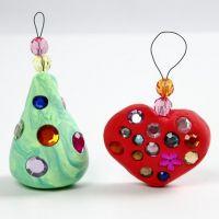 Kerstdecoraties van Silk Clay met strass