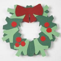 Kerstkrans met strik van karton