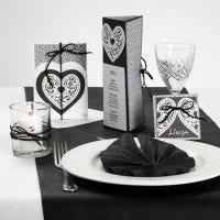 Een serie kaarten van design papier en een filigraan hart