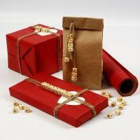 Een geschenk met een boodschap van houten kralen met letters