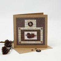 Een kerstkaart met glitter folie, design papier en een cabochon