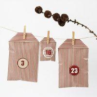 Een kerstkalender gemaakt van gestreepte Vivi Gade Design zakken