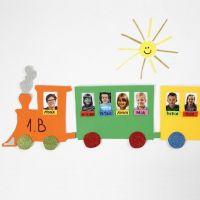 Een fotogallerij op een trein van foam vellen