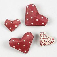 Miniatuur harten gemaakt van vlechtstroken