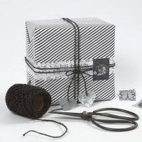 Geschenken inpakken met Vivi Gade Design papier en decoraties