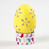 Eieren met een reliëf patroon geverfd met hobbyverf
