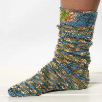 gebreide sokken met een draaiend patroon