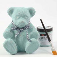 Een teddybeer van papier-maché met Chalky Vintage Look verf