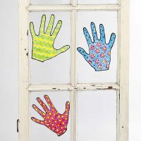 Geverfde ontwerpen voor ramen die verwijderbaar zijn