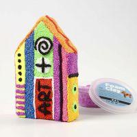 Huis van papier-maché gedecoreerd met Foam Clay