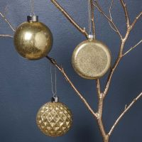 Glazen kerstballen met goud glitter
