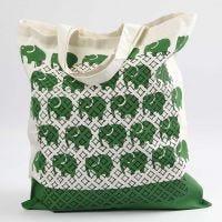Een boodschappen tas met print en stencil patronen