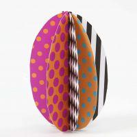 Een ei gemaakt van karton met patroon