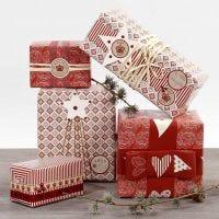 Ingepakt in rood en wit cadeaupapier