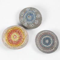 Met Skrib acrylstiften gedecoreerde stenen