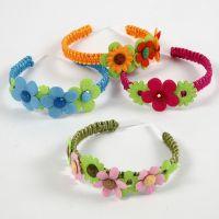 Haarband met bloemen van vilt en cabochons