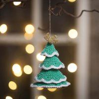 Kerstboom gehaakt van katoengaren met details van Lurex gouddraad