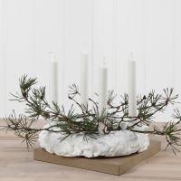 Adventkrans van Foam Clay gedecoreerd met kersttakken en pailletten