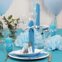 Lichtblauw op tafel