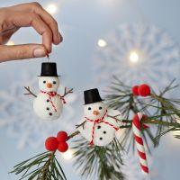 Sneeuwpoppen van Foam Clay als kerstdecoratie met kerst wandelstokken van Silk Clay