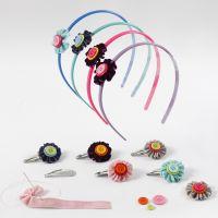 Haar accessoires met bloemen, fluweellint en knopen