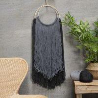 Muurdecoratie van wol op borduurlijst